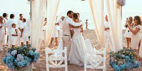 Matrimonio Spiaggia Sabaudia : Sposarsi in riva al mare per un matrimonio a piedi nudi sulla sabbia