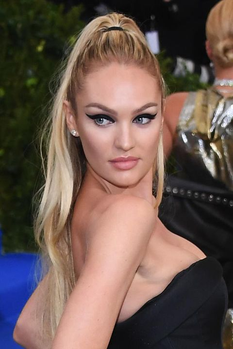 <p>Occhi da gatta anche per la super&nbsp;modella di Victoria's Secrets.</p>