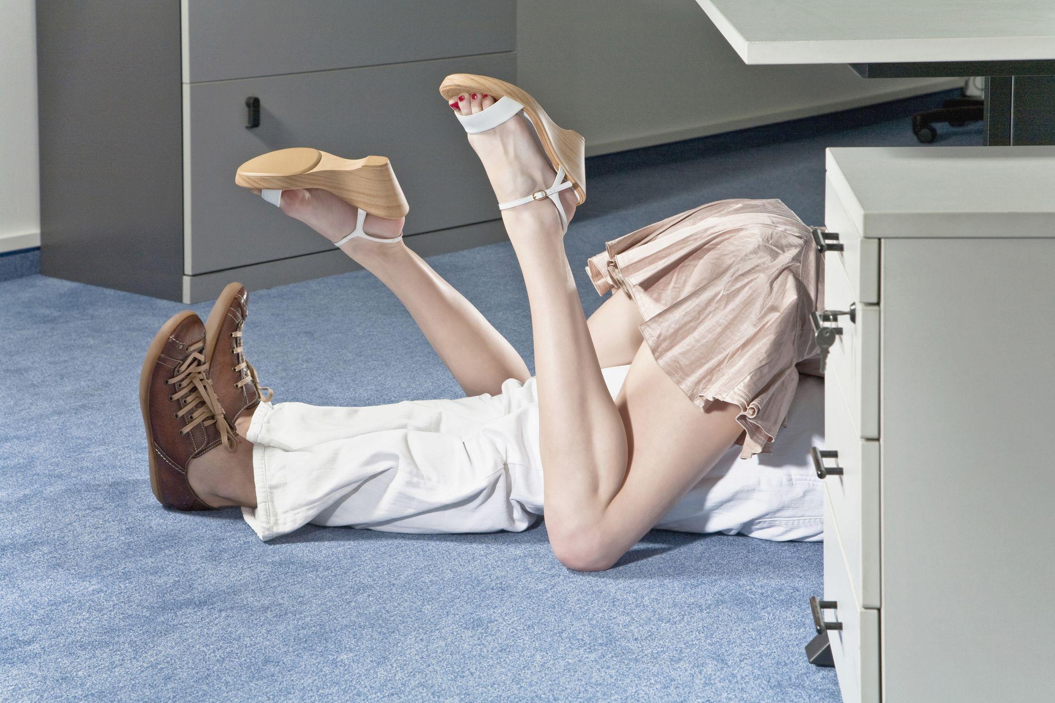 Lavoro In Ufficio Vignette : Tradimento in ufficio le professioni più a rischio infedeltà