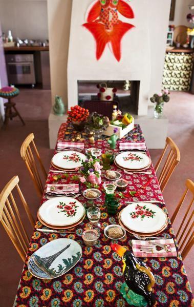 <p>Tovaglia, Funky Table, piatti Funky table con Bitossi. Bicchieri da vino, Studio Kalff. Vasetti di vetro, Weck.</p>