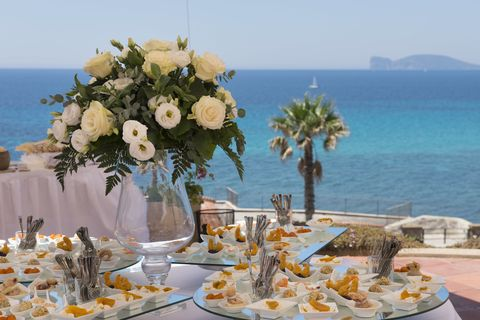 Meal, Centrepiece, Table, Event, Rehearsal dinner, Wedding reception, Brunch, Flower, Plant, Lunch,