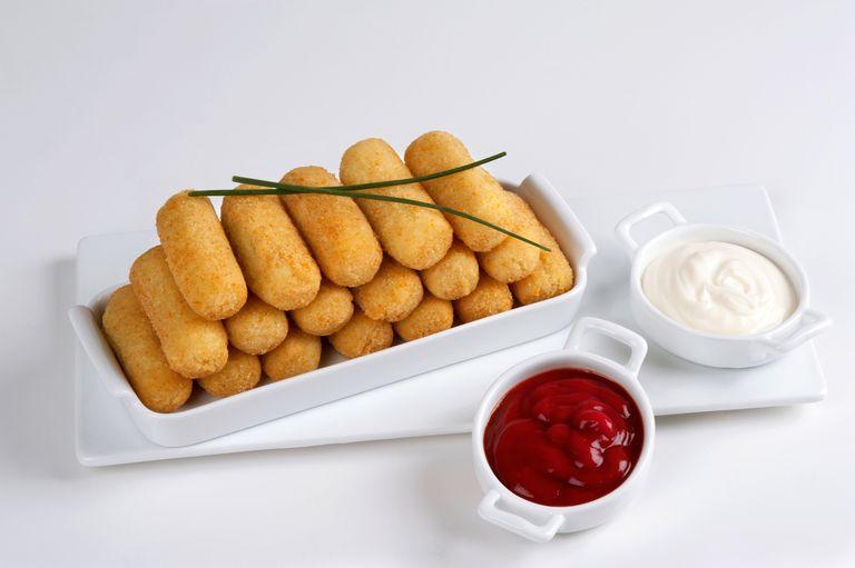 La ricetta delle crocchette di patate filanti è facile facile e vi farà fare un gran bel figurone
