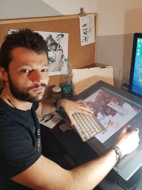 """<p>Ha sempre avuto la passione per il disegno e per il fumetto. La Dc Comics gli ha affidato il mensile """"Talon"""" (in Italia, """"Artiglio"""") e """"Batman Eternal"""".<br></p>"""