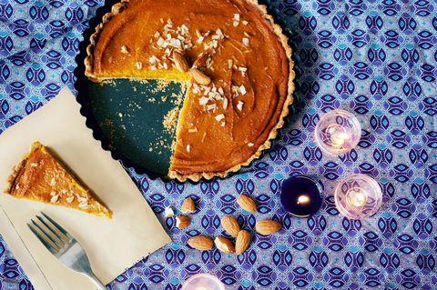 La torta di zucca con mandorle è la ricetta super per quando hai una zucca intera e non sai più come cucinarla