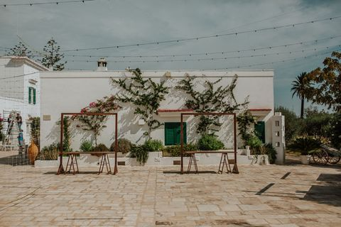 Residential area, Town, Tree, House, Wall, Building, Neighbourhood, Adaptation, Architecture, Suburb,