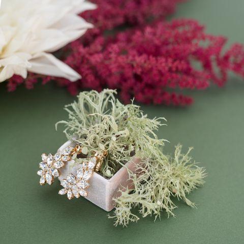 Pink, Flower, Plant, Bouquet, Grass, Fashion accessory, Artificial flower, Cut flowers, Perennial plant,