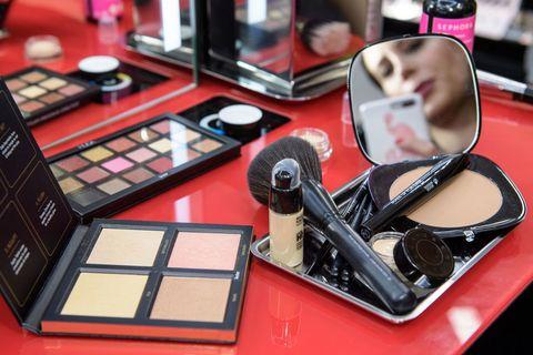 Eye shadow, Cosmetics, Eye, Beauty, Product, Organ, Cheek, Human body, Material property, Makeup artist,