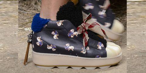 Saldi invernali 2018  le sneakers da comprare ora sono scarpe da ... f665b2cc522