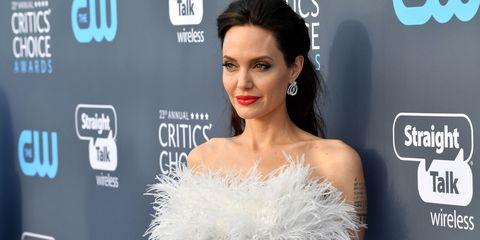 97ca2d1726 Angelina Jolie look: i 10 migliori look indossati da Angelina Jolie ...
