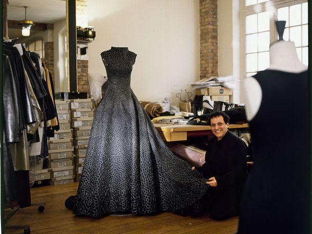 a40eac4200 La storia da romanzo di Azzedine Alaïa, il couturier che odiava esser  definito stilista