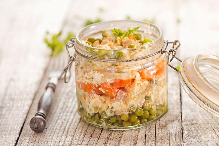 Come si fa a non amare l'insalata russa fatta in casa? Questo puro piacere per il palato si fa così