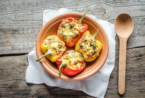 Peperoni ripieni, il secondo piatto più colorato, vitaminico e nutriente dell'inverno: ma come si fanno?