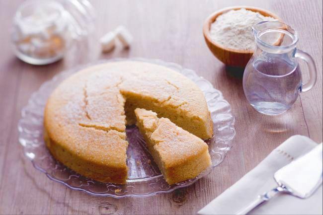 Sai come si fa la torta all'acqua? La ricetta del dolce senza uova né burro è la delizia assoluta con poche calorie