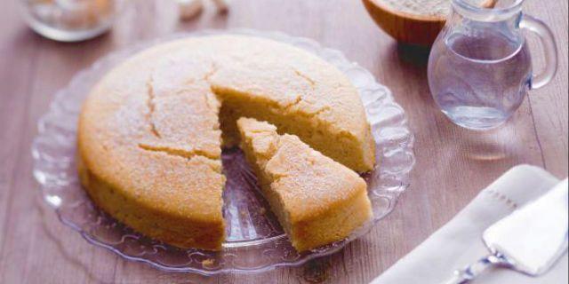 Sai come si fa la torta all'acqua? Il dolce senza uova né burro più leggero e soffice del mondo è la delizia assoluta con poche calorie