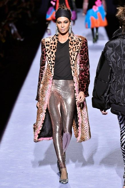 Fashion model, Fashion, Fashion show, Runway, Clothing, Fur, Event, Haute couture, Outerwear, Public event,