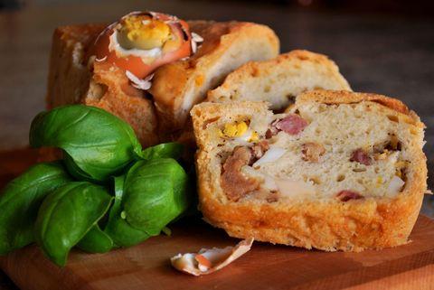 Il tortano napoletano è LA ricetta tradizionale di Napoli più goduriosa da provare a Pasqua, e si fa così