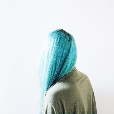 Gli uomini preferiscono le bionde? No, oggi tutti vanno pazzi per i capelli blu, ovvero la moda capelli del momento. E qui vi spieghiamo perché