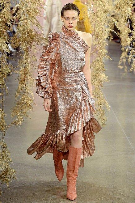 Fashion model, Fashion, Clothing, Fashion show, Haute couture, Runway, Dress, Shoulder, Fashion design, Spring,