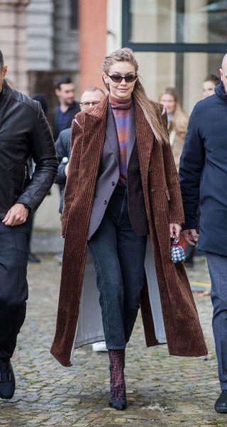 aspetto dettagliato c046f 227a9 Cappotti moda 2018: i modelli di velluto come quello di Gigi ...