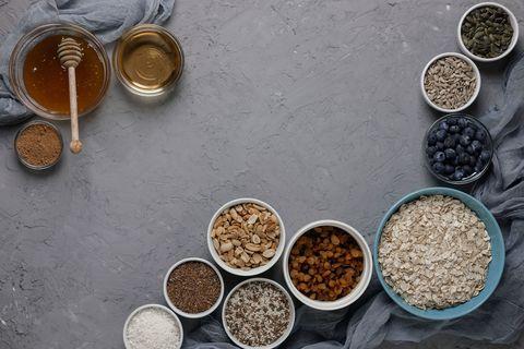 gallery-1520871367-gettyimages-927873080 Se non avete mai provato la farina d'avena dovreste farlo! Proprietà, usi e benefici di un alimento straordinario