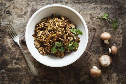 La ricetta perfetta della domenica è --> Un risotto ai funghi porcini fatto ad arte; ma come si fa?