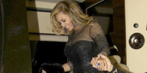 1328693355-beyonce-sparkles-on-second-night-out