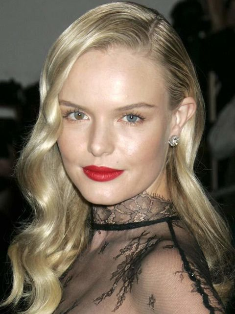 "<p><a href=""http://www.elleuk.com/beauty/celeb-beauty/celeb-hair/%28section%29/celeb-watch-new-wave/%28offset%29/0/%28img%29/338933"">Kate Bosworth</a> always looks polished and chic and we loved her take on the one-sided big barrel curls seen at Alessandr"