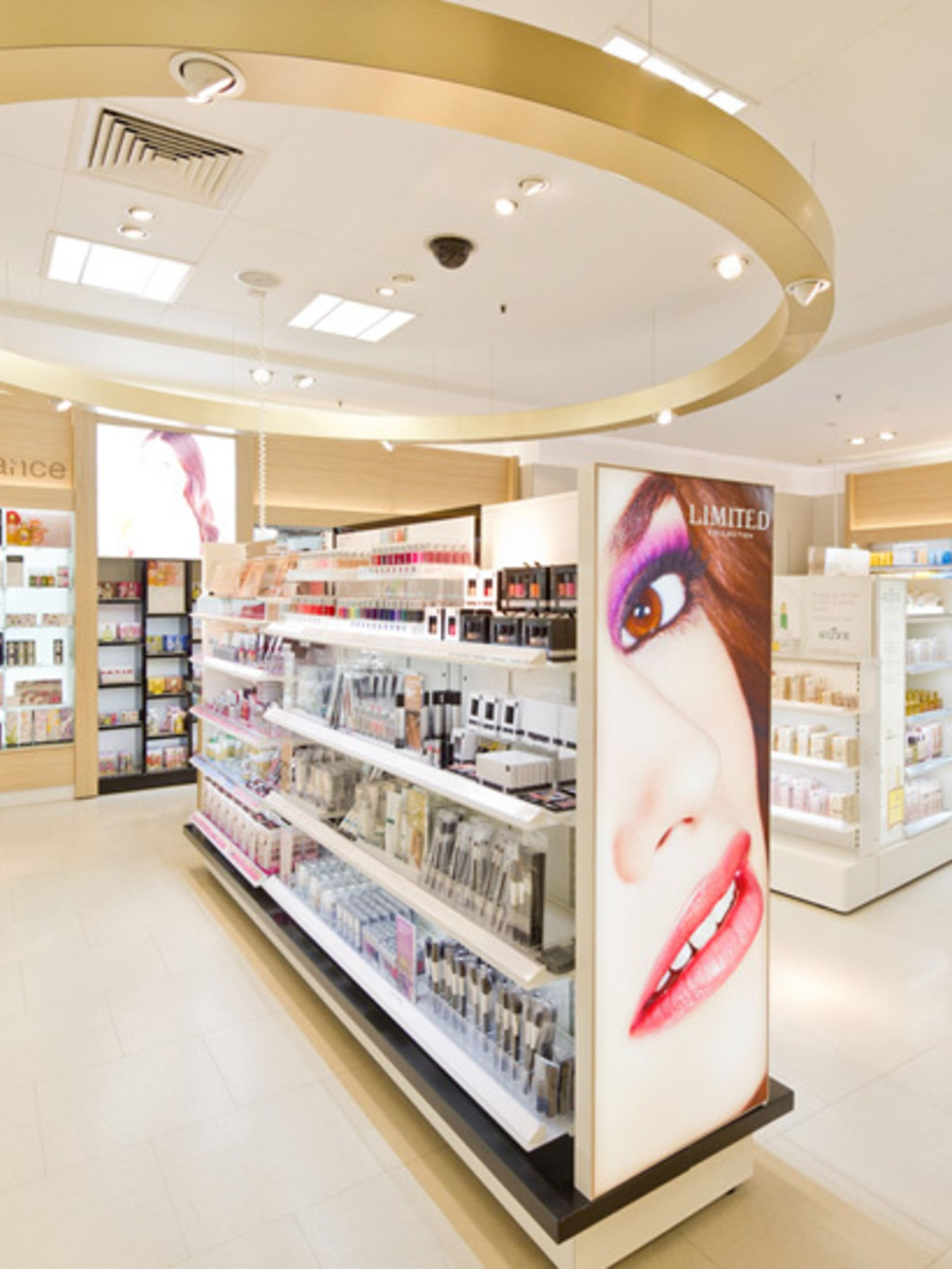 <p><strong>USP: </strong>Marks and Spencer have handpicked an amazing range of brands to bring you niche beauty names from Europe and the USA. Their trained Beauty Advisors will help you find exactly what you're looking for without pushing you towards one