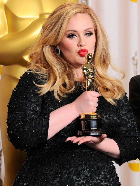"<p><a href=""http://www.elleuk.com/star-style/news/adele-ft.-prince-rumours-of-the-potential-pop-collaboration"">Adele</a> likes to smother her <a href=""http://www.elleuk.com/star-style/red-carpet/elle-fashion-director-picks-top-10-oscar-dresses-2013"">Oscar"