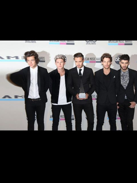 <p>One Direction at The American Music Awards November 2013</p>