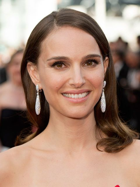 """<p>This is classic beauty at it's best. <a href=""""http://www.elleuk.com/fashion/celebrity-style/natalie-portman-style-file-best-outfits-pictures-christian-dior"""">Natalie Portman</a> knows how to highlight her features to perfection and her glossy hair is gi"""