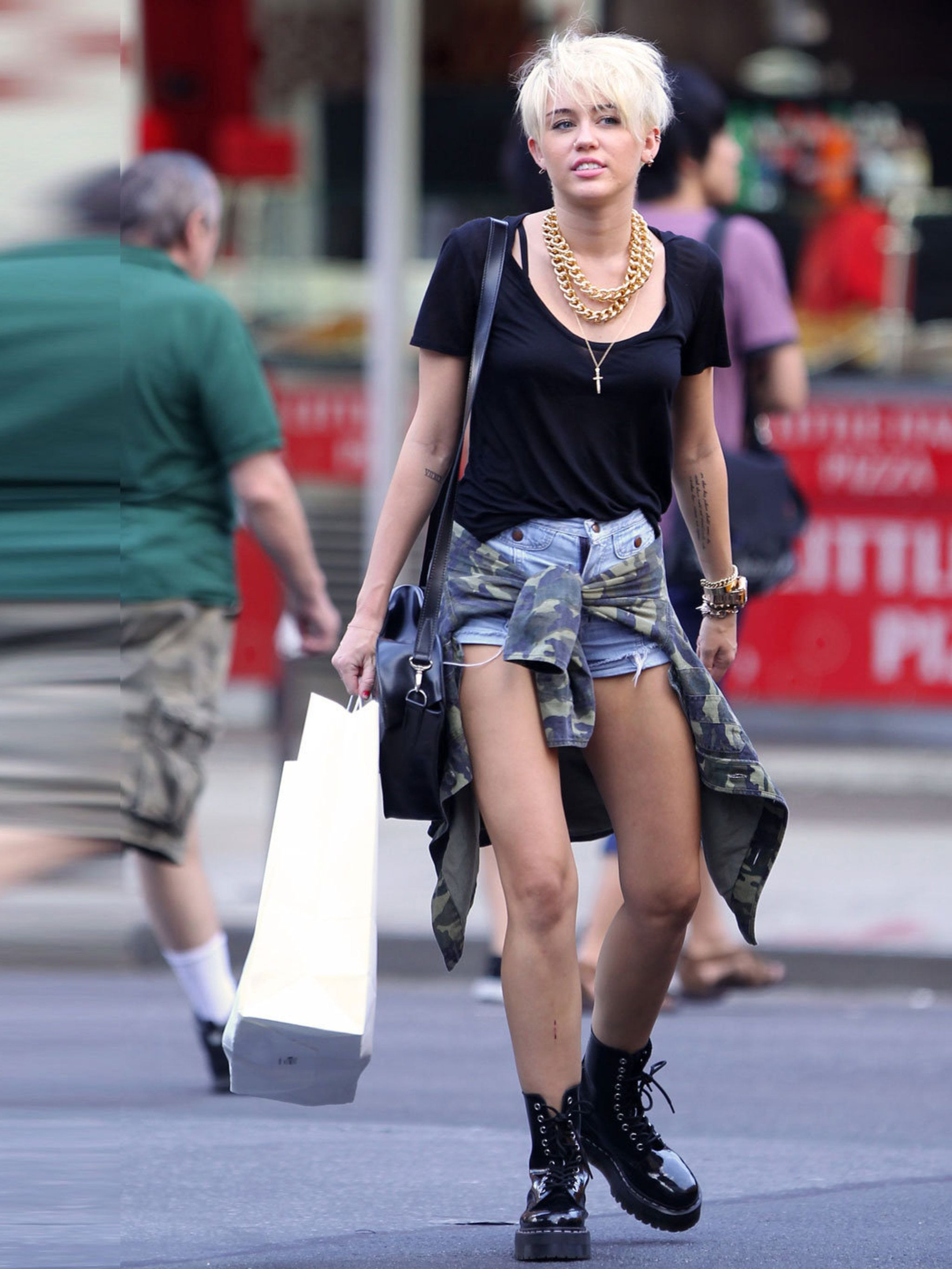 2019 year for women- Cyrus miley street style