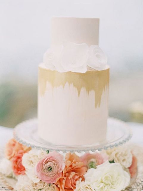 "<p>Incredibly simple, woth dripping gold leaf. From <a href=""http://www.modwedding.com/2014/01/41-super-creative-wedding-cakes-with-timeless-style/"" target=""_blank"">Mod Wedding.</a></p>"