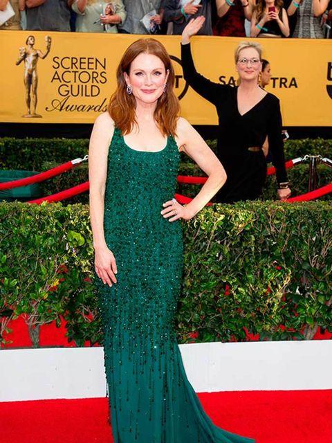<p>Meryl Streep Photobomb's Julianne Moore At This Year's Screen Actors Guild Awards In LA</p>