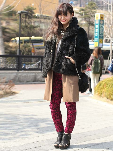 <p>Student. Wearing TIME coat, vintage faux fur, H&amp&#x3B;M pants, ALDO shoes.</p>