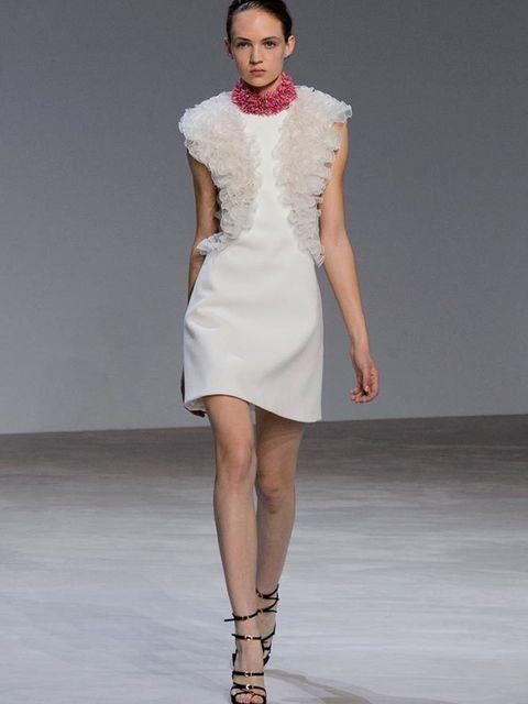 giambattista_valli_haute_couture_spring_summer_2016_collection_look_01