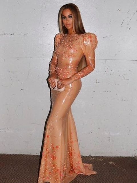 Beyonce gave a glimpse of her full look before setting off for the red carpet