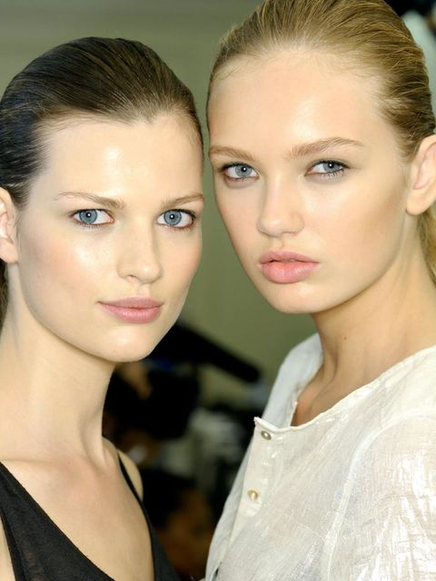 <p>From which brushes you need in your make-up bag to why you should apply under eye concealer in a triangle shape, ELLE goes back to basics with these top tips that dispel, once and for all, the make-up myths out there...</p>