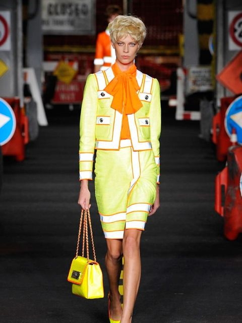 moschino-spring-summer-2016-look-1