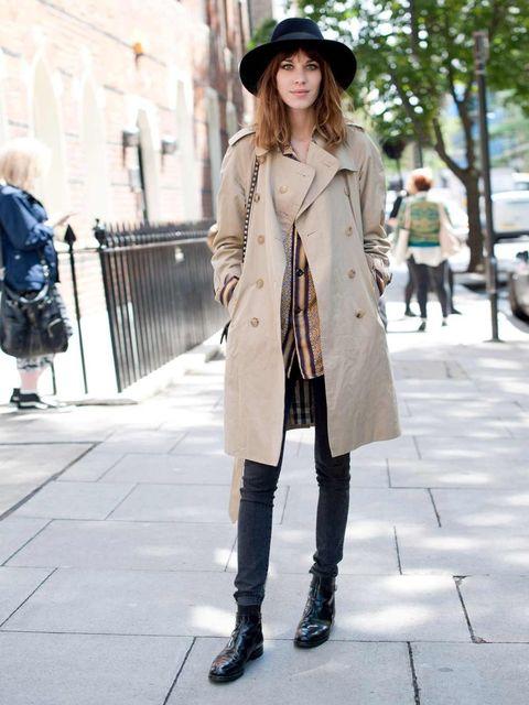 <p>Alexa Chung. Burberry coat, Valentino bag, Topman Design shirt, Churches boots, Lock &amp&#x3B; Co hat.</p>