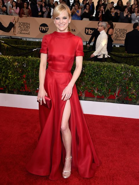 <p>Anna Faris in a red, thigh-split Naeem Khan dress. </p>