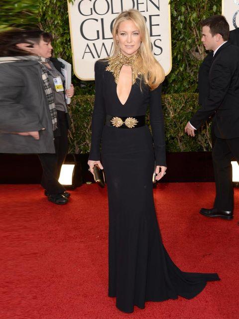 <p>Kate Hudson wore an Alexander McQueen dress and a Roger Vivier Boite de Nuit gold clutch at the Golden Globe Awards 2013.</p>