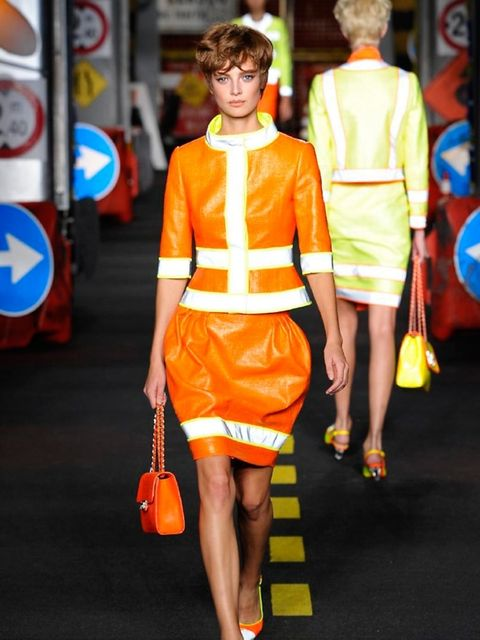 moschino-spring-summer-2016-look-2
