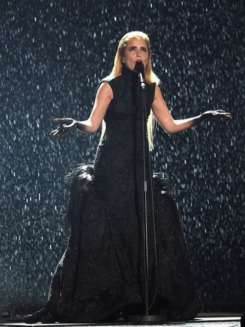 <p>The whole performance was going to be epic. With Paloma performing in a dramatic, exquisite Giles gown the rain, it was not an easy task, so we chose to keep it elegant and simple, away from the face. This was smoother than the previous looks, kind of