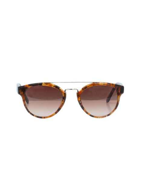 "<p>Understated tortoiseshell with a retro edge. </p><p><a href=""http://www.uterque.com/webapp/wcs/stores/servlet/ProductPage?storeId=74009656&langId=-1&catalogId=80220426&categoryId=96523&productId=3607332&keyword=Metal%20detail%20glasses"">Uterqüe</a> sun"