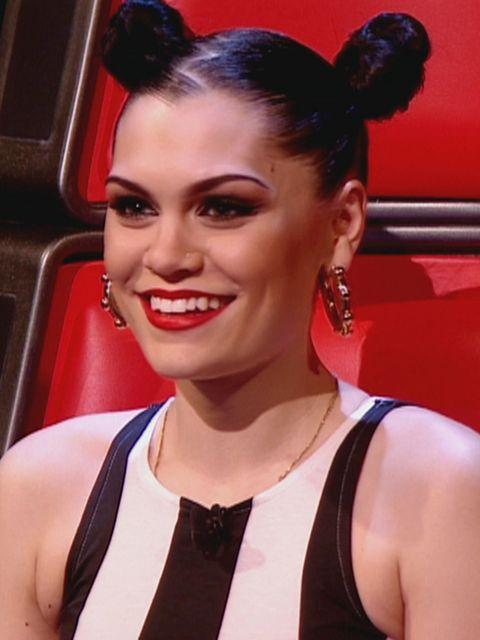 <p>Jessie J with a zig-zag parting</p>