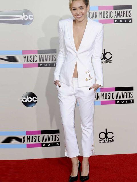 a018f0120de92c  p Miley wears a Versus Versace suit