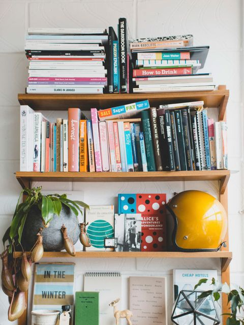 <p>There are 29 Cookbooks in her flat.</p>