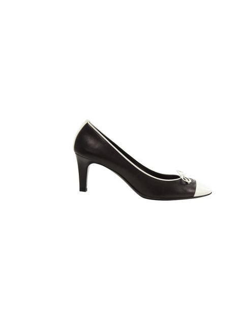 e58fd4022  p Chanel monochrome kitten heels