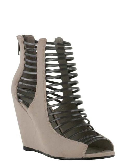 "<p><a href=""http://xml.riverisland.com/flash/content.php"">River Island</a> wedges, £49.99</p>"